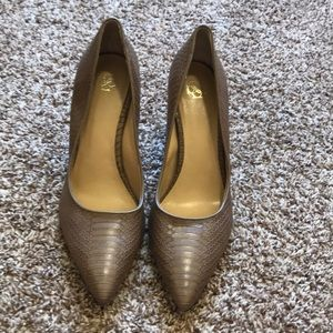 Ann Taylor pointed pumps